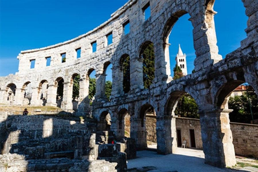 אמפיתאטרון רומאי עתיק בפולה