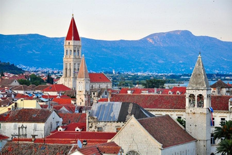 טרוגיר - מראה גגות העיר